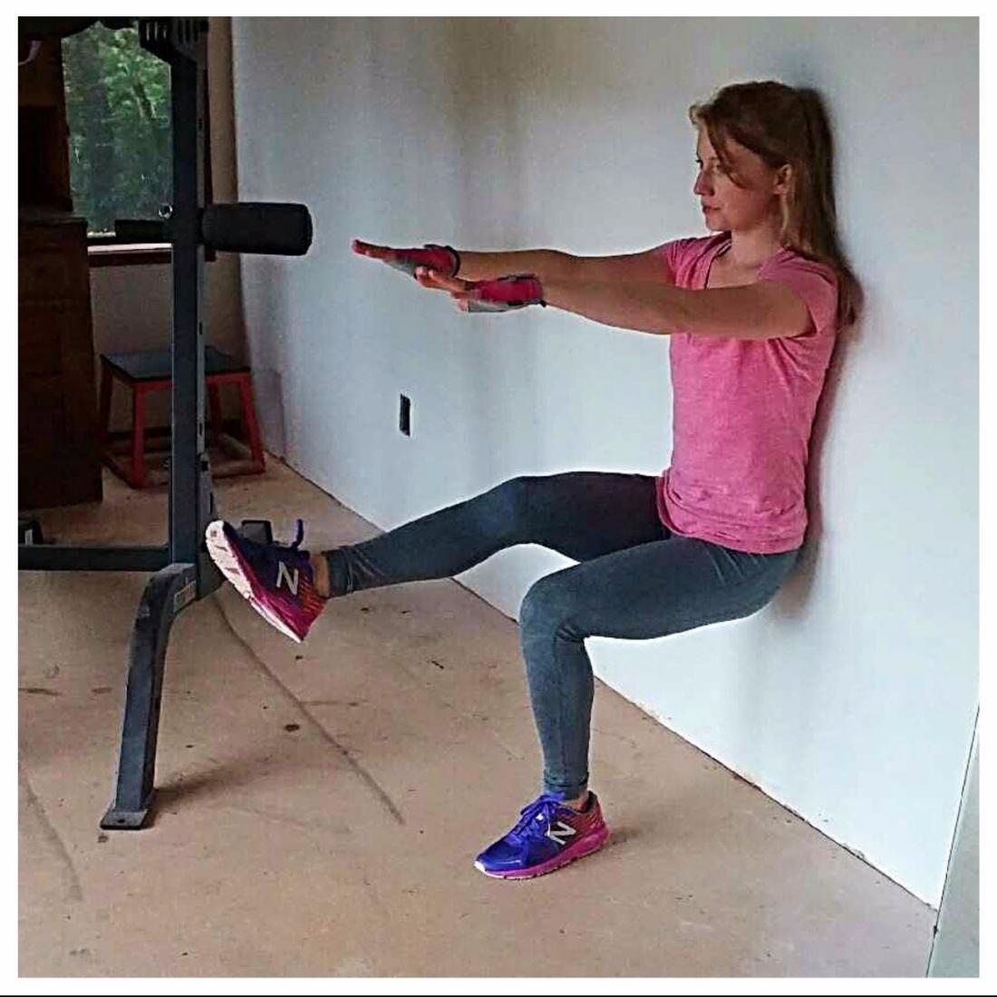 1 leg wall sit